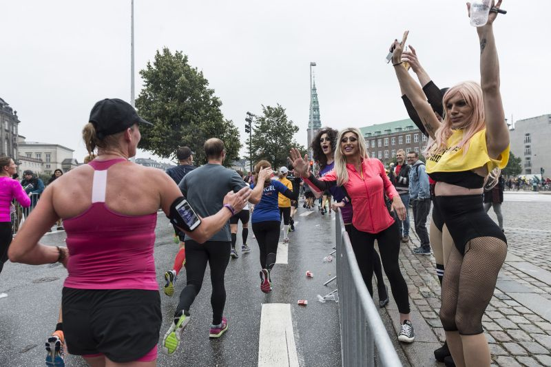 you never know who you'll encounter along the Copenhagen Half Marathon route. Photo: Copenhagen Half Marathon