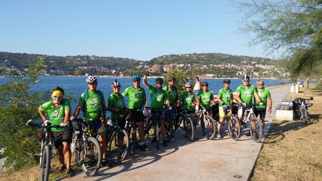 Slovenia_Journey of Hope_cycling team_moving people